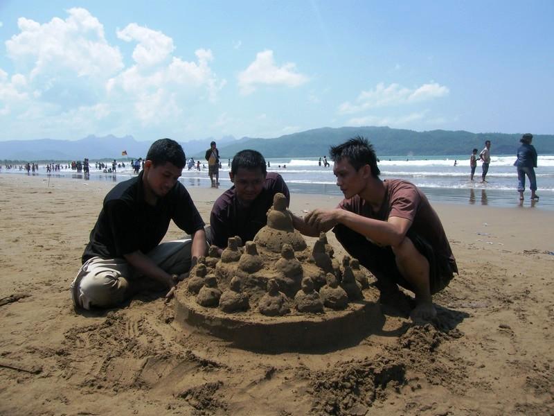 Pantai Teleng Ria Pacitan Destinasi Wisata Populer Jawa Timur Kab