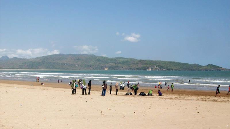 Pantai Teleng Ria Pantainya Keluarga Wisata Pacitan Jawa Timur Kab