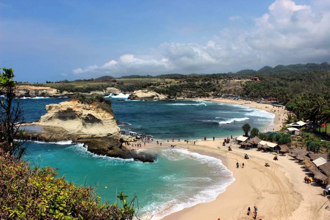 Tiga Tempat Wisata Pacitan Terkenal Pantai Klayar Teleng Ria Kab