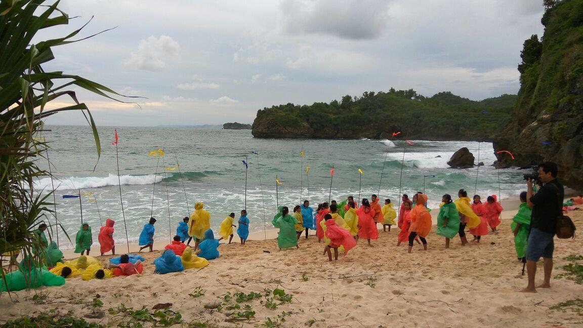 Daftar Harga Tiket Wisata Terbaru Pacitan Pacitanku Anak Bermain Pantai