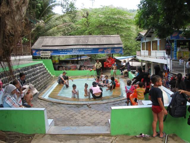 Pacitan Objek Wisata Pemandian Banyu Anget Ningsavin Kolam Renang Khusus