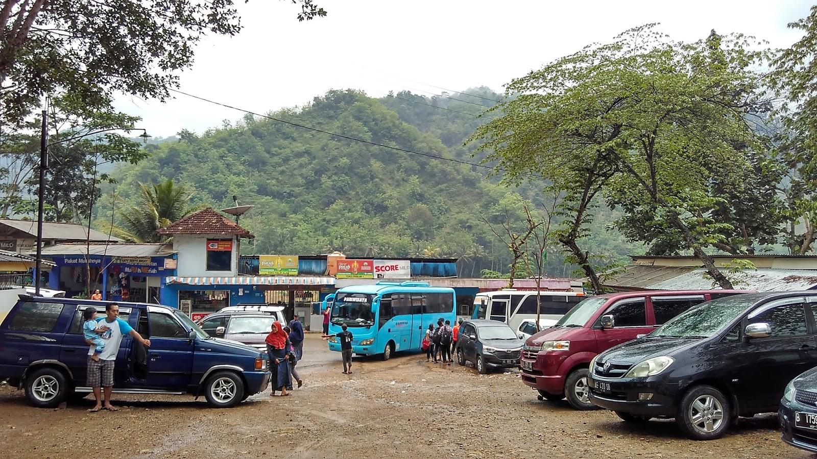 Pemandian Banyu Anget Tirto Husudo Pacitan Ombonejagad Area Parkir Luas