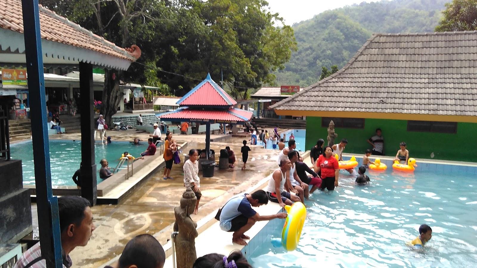 Pemandian Banyu Anget Tirto Husudo Pacitan Ombonejagad Kolam Dewasa Kab