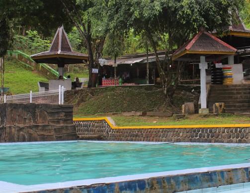 Pesona Keindahan Wisata Pemandian Banyu Anget Pacitan Daftar Kab