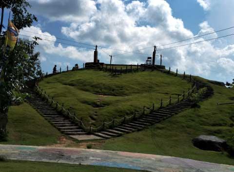 Bukit Cinta Destinasi Wisata Pamekasan Tawarkan Sisi Seberang Bukti Berbentuk