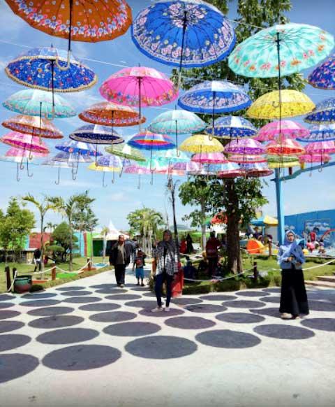 Bukit Cinta Destinasi Wisata Pamekasan Tawarkan Taman Payung Kab