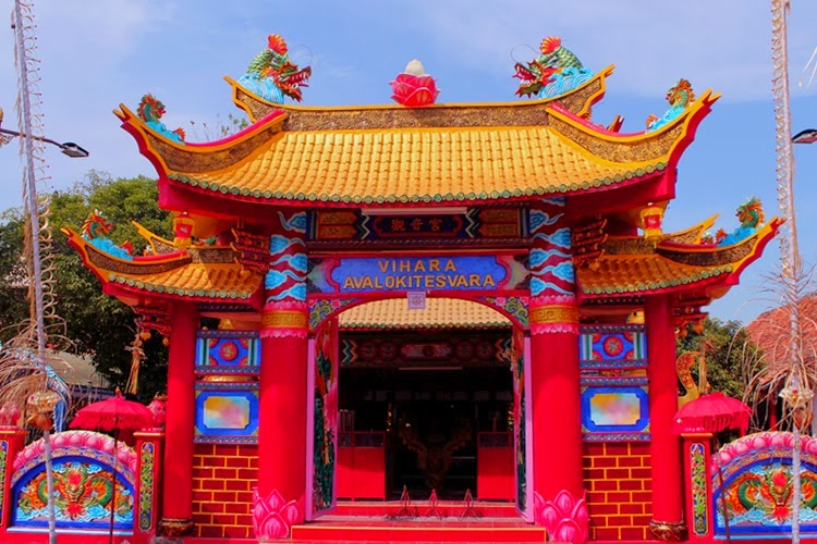 Obyek Wisata Religi Vihara Avalokitesvara Pamekasan Gerbang Madura Bukit Cinta
