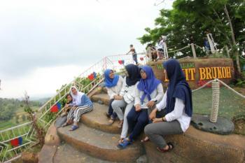 Mengunjungi Destinasi Wisata Bukit Brukoh Pamekasan Maduratrendingnews Kabupaten Memiliki Obyek