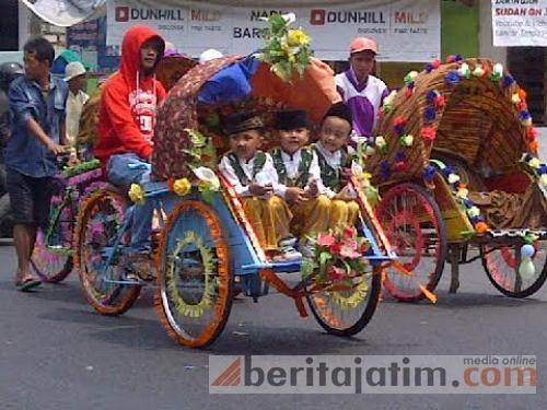 Beritajatim Berita Foto Kabupaten Pamekasan Mengikuti Pawai Hari Santri Nasional