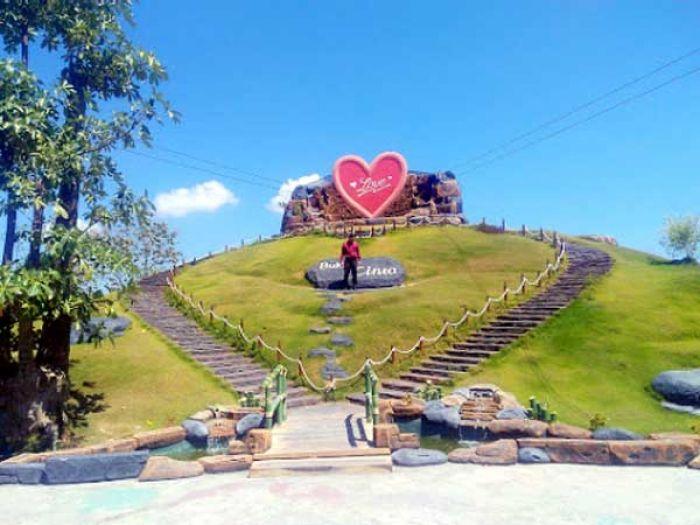 Bukit Cinta Destinasi Wisata Pamekasan Tawarkan Selamat Pagi Madura Monumen
