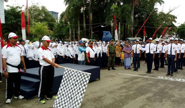 Dandim Letkol Arm Mawardi Brangkatkan Lomba Gerak Jalan Tingkat Pamekasan