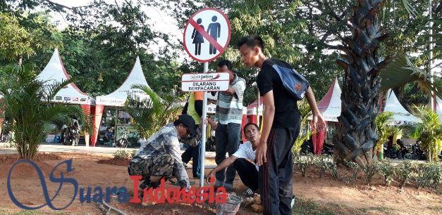 Dlh Pasang Rambu Taman Area Arek Lancor Pamekasan Suara Kepala