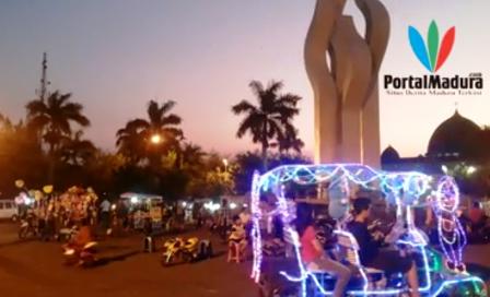 Malam Arek Lancor Jadi Pusat Mainan Anak Wisata Monumen Nasional