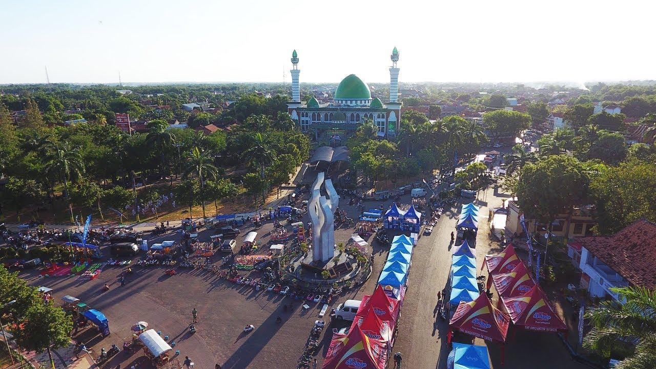 Monumen Arek Lancor Masjid Agung Pamekasan Madura Drone Aerial Video