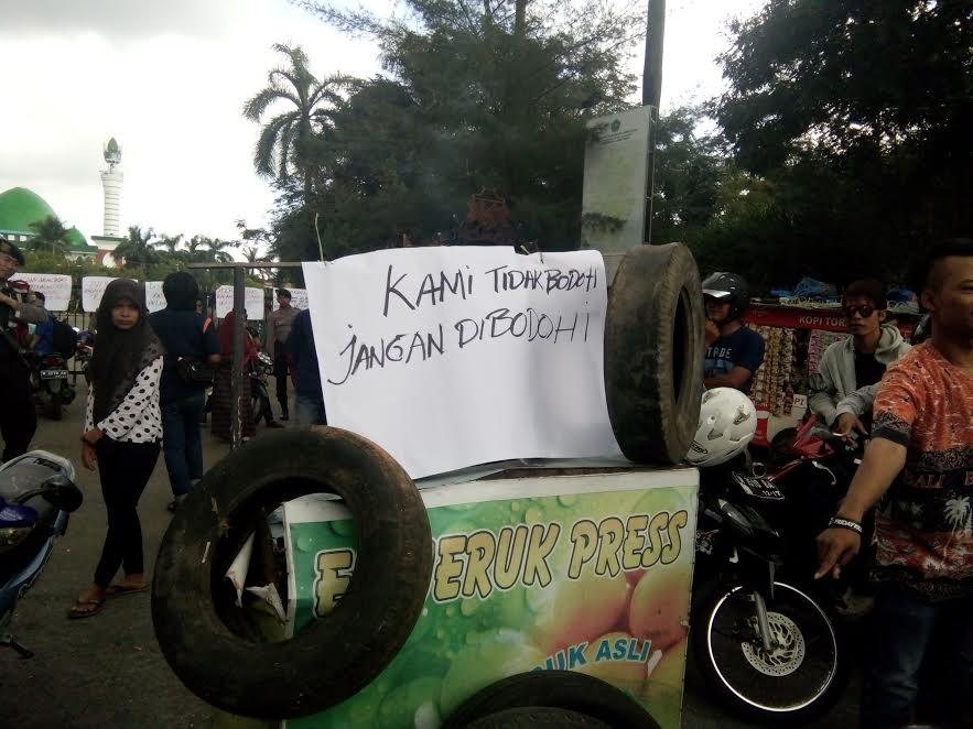 Relokasi Eks Pjka Pkl Arek Lancor Protes Mata Madura Monumen