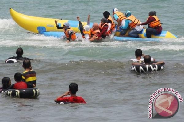 Jalur Wisata Pantai Anyer Carita Ramai Ramadhan Antara News Kab