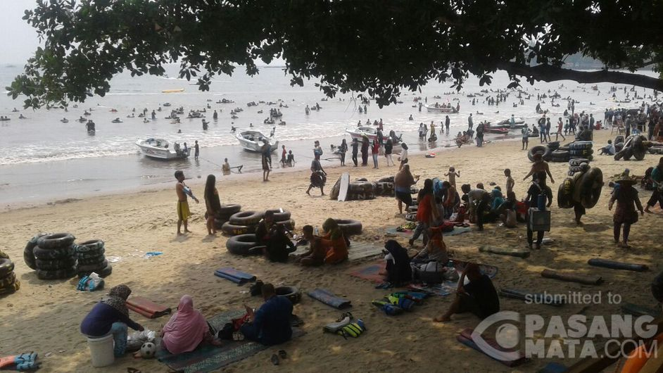 Pantai Lagundi Carita Kab Pandeglang Ramai Pengunjung Wisata Pasangmata