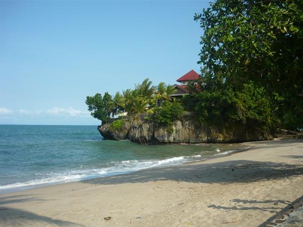 Wisata Seru Pantai Carita Pulau Karang Menjorok Salah Satu Bagian