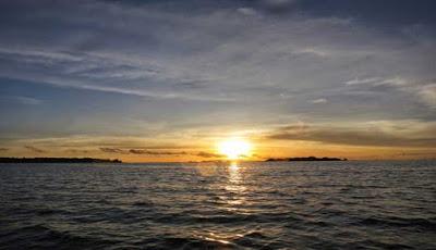 Menikmati Keindahan Pantai Ciputih Kabupaten Pandeglang Pulau Kab