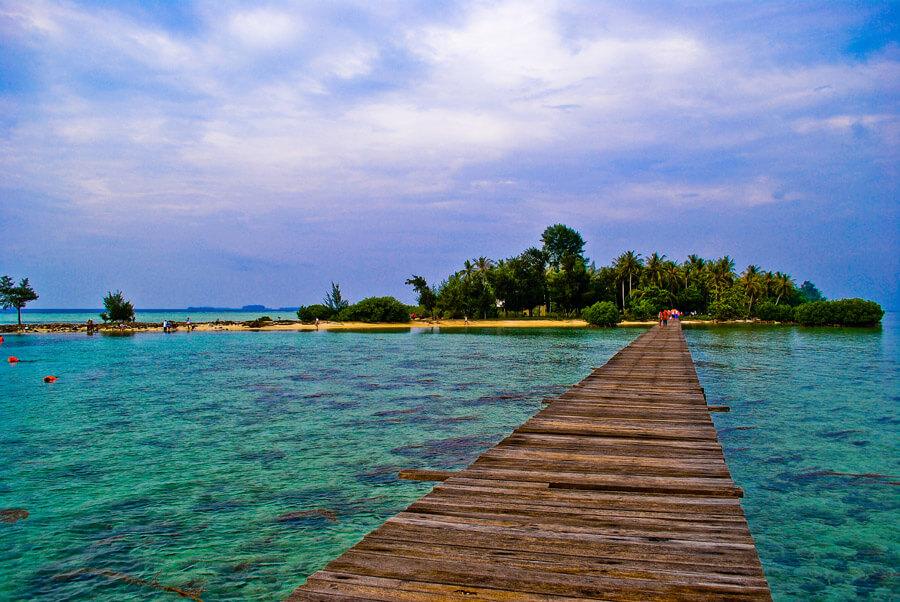 Long Weekend Pulau Umang Romantis Wisatalah Beningnya Air Laut Pantai