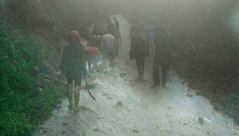 Hujan Lebat Tebing Jalan Menuju Candi Belahan Longsor Wartabromo Kab