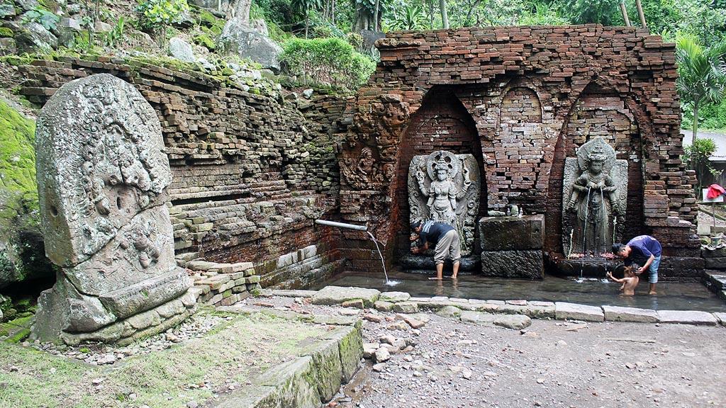 Kliping Koran 10 Abad Jejak Gerhana Nusantara Petirtaan Candi Belahan