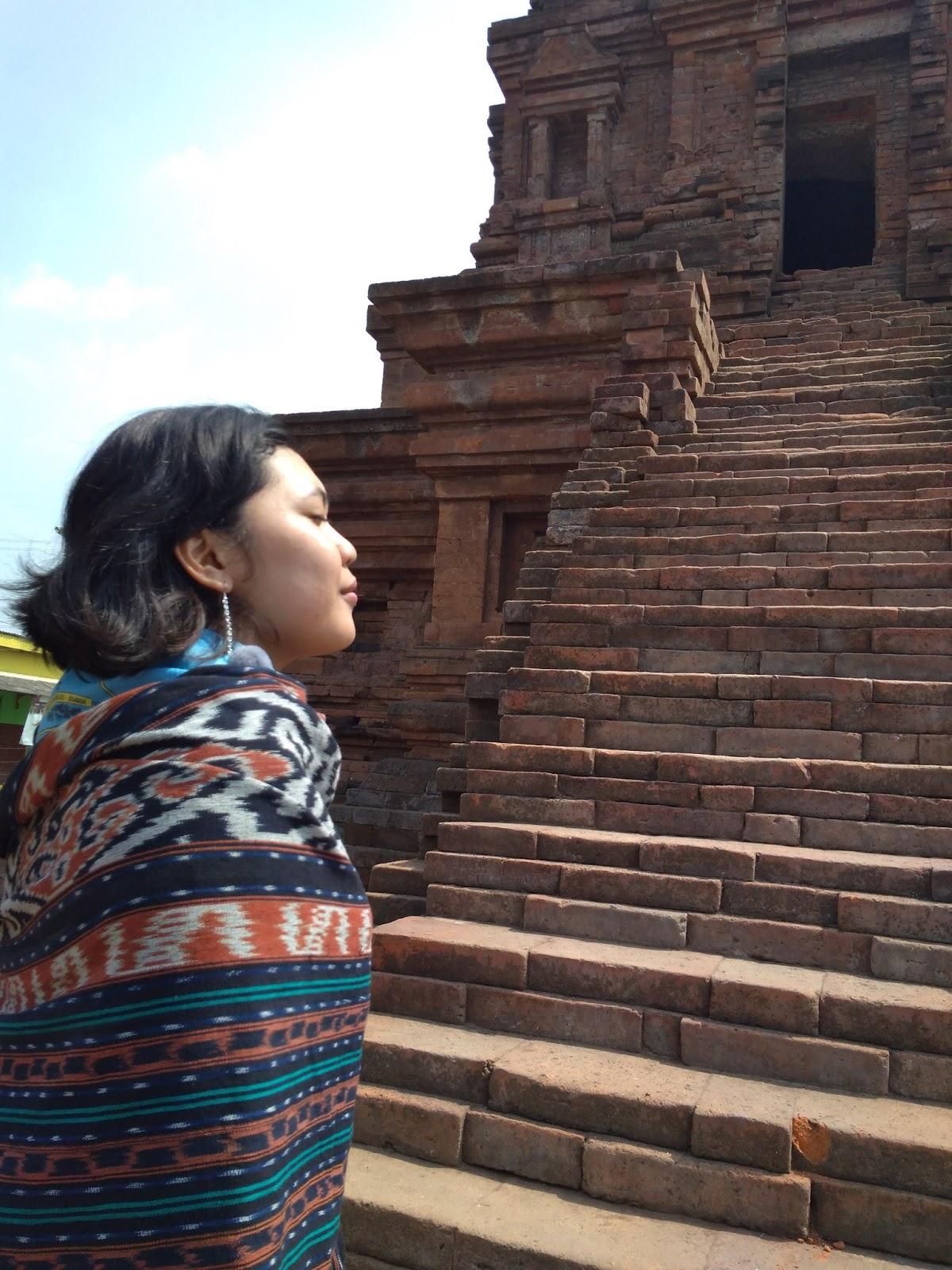 Candi Gunung Gangsir Akibat Kerusakan Bangunan Tampak Bentuk Piramida Terpotong