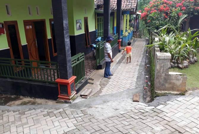 Tuntaskan Perbaiki Jalan Rusak Paving Desa Cowek Kecamatan Purwodadi Kabupaten