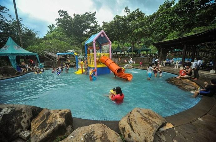5 Tempat Wisata Keluarga Pasuruan Traveling Yuk Taman Dayu Waterpark