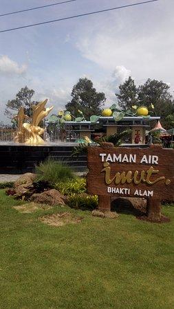 Taman Air Imut Foto Bhakti Alam Pasuruan Tripadvisor Saygon Kab