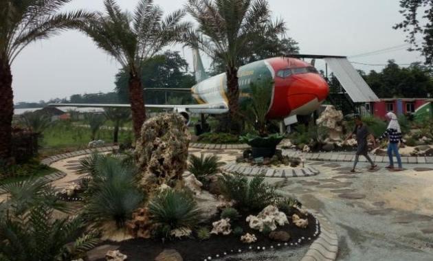 Tempat Wisata Kebun Kurma Pasuruan Menarik Tanahair Taman Air Saygon
