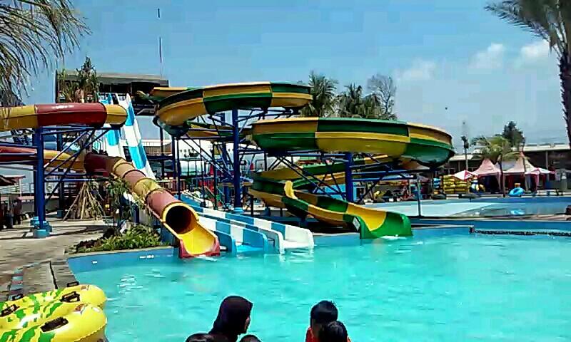 Wongdeso Saygon Waterpark Surganya Kolam Renang Taman Air Kab Pasuruan