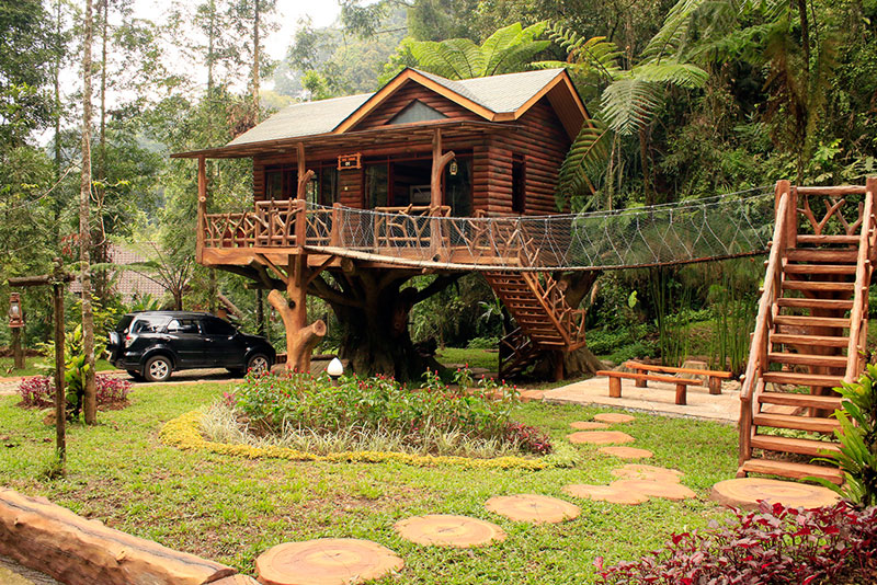 8 Amazing Treehouses Indonesia Stay Taman Safari Exterior 2 Kab