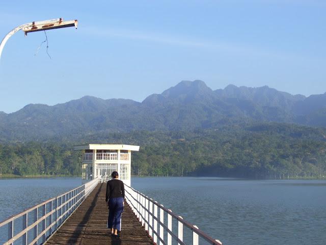 25 Tempat Wisata Kota Pati Populer Cakrawala Waduk Seloromo Panorama