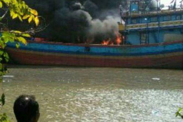 17 Kapal Cantrang Terbakar Juwana Pulau Seprapat Kab Pati