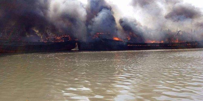 9 Kapal Terbakar Pulau Seprapat Merdeka Kebakaran Utara 2017 Juwana