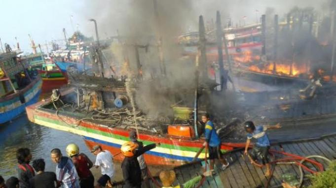 Belasan Kapal Terbakar Pati Cantrang Aktual Kebakaran Juwana Pulau Seprapat