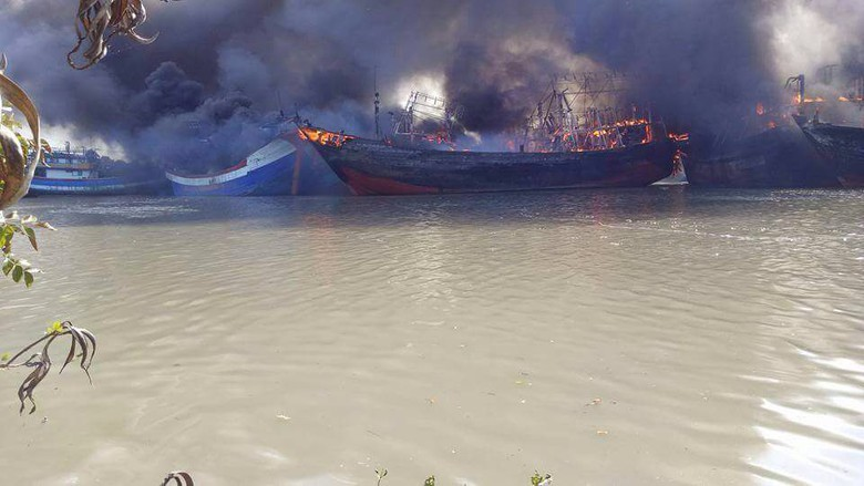 Belasan Kapal Terbakar Pati Cantrang Pulau Seprapat Juwana Kab