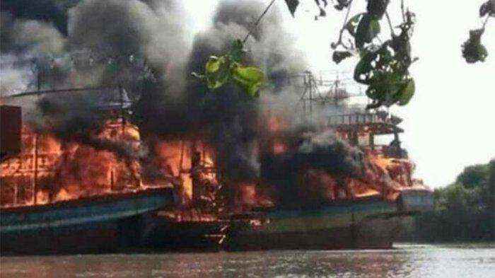 Kebakaran Hebat Belasan Kapal Juwana Pati Titik Api Menyala Hingga