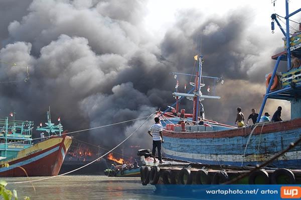 Kronologi Data Lengkap Kebakaran 12 Kapal Utara Pulau Seprapat Juwana