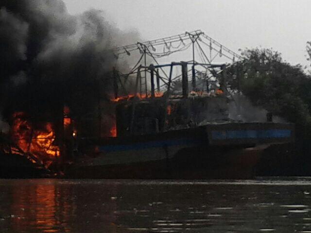 Puluhan Kapal Nelayan Juwana Pati Terbakar Binpers Bin Milik Warga