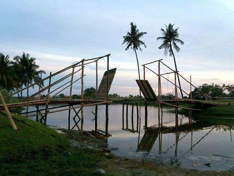 Jembatan Putus Cinta Objek Wisata Pantai Tanjung Buku Mapilli Kab