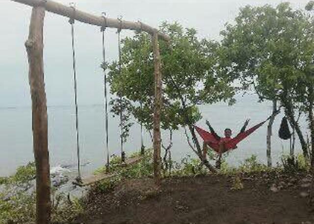 Pulau Karamasang Bibit Destinasi Wisata Kab Polewali Mandar Fasilitas Ayunan