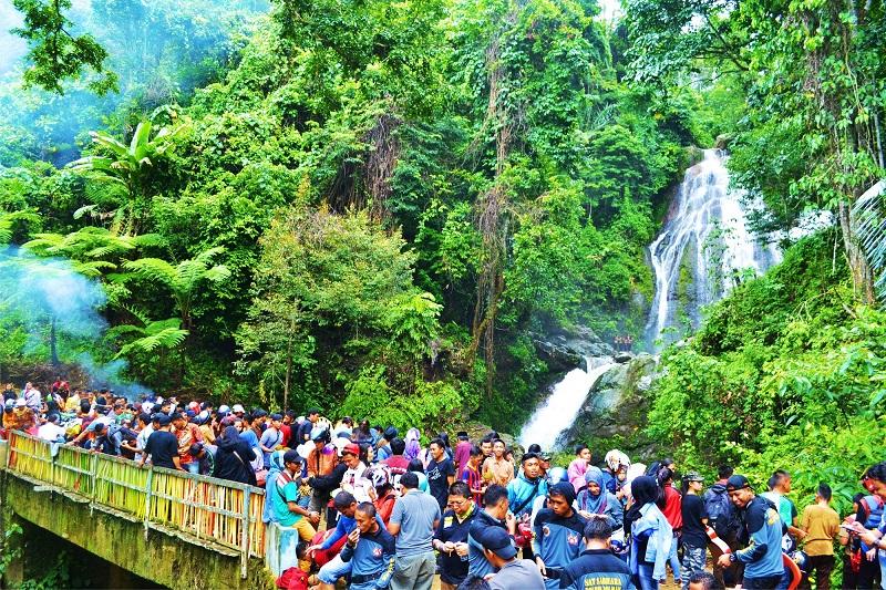 15 Tempat Wisata Terpopuler Sulawesi Barat Indonesia Wanawisata Air Terjun