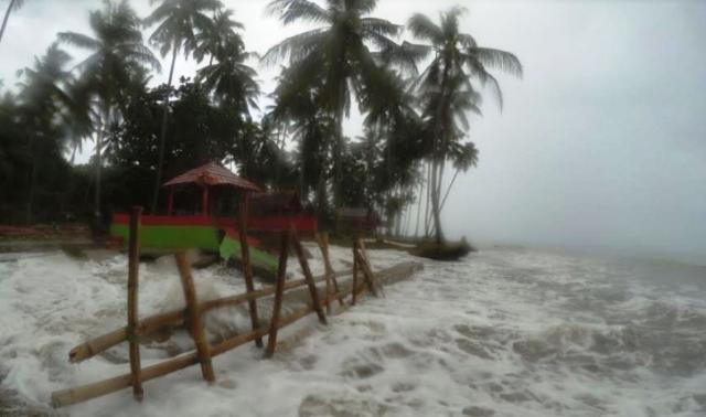 Abrasi Pantai Mampie Memprihatinkan Kab Polewali Mandar