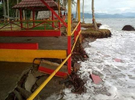 Abrasi Pantai Mampie Mengancam Permukiman Warga Gepeji Desa Galeso Kecamatan