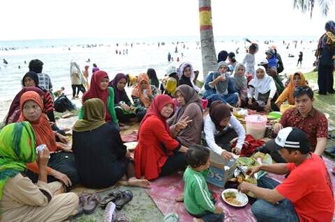 Pasca Lebaran Ribuan Pengunjung Padati Pantai Mampie Selama Liburan News
