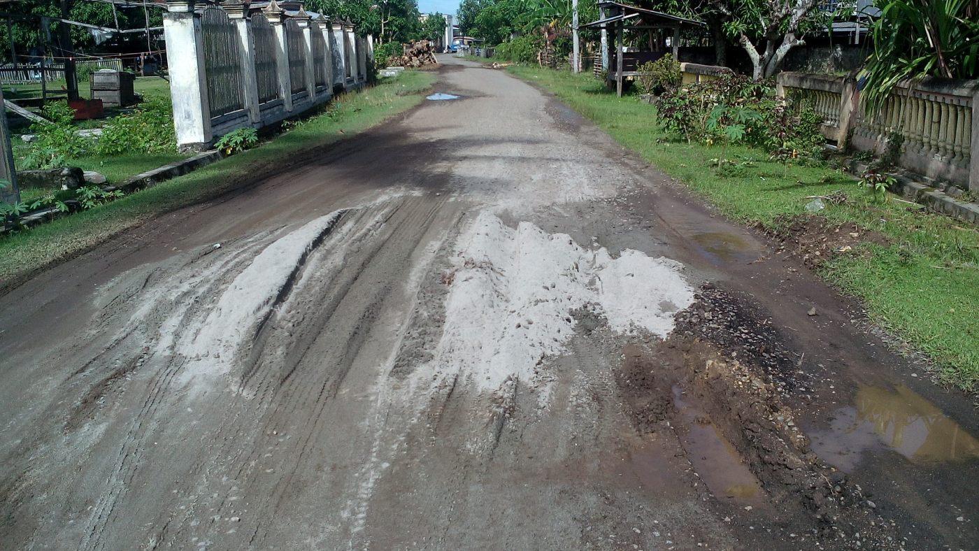 Pekerja Tpo Mampie Gunakan Pasir Laut Timbun Jalan News Pembangunan