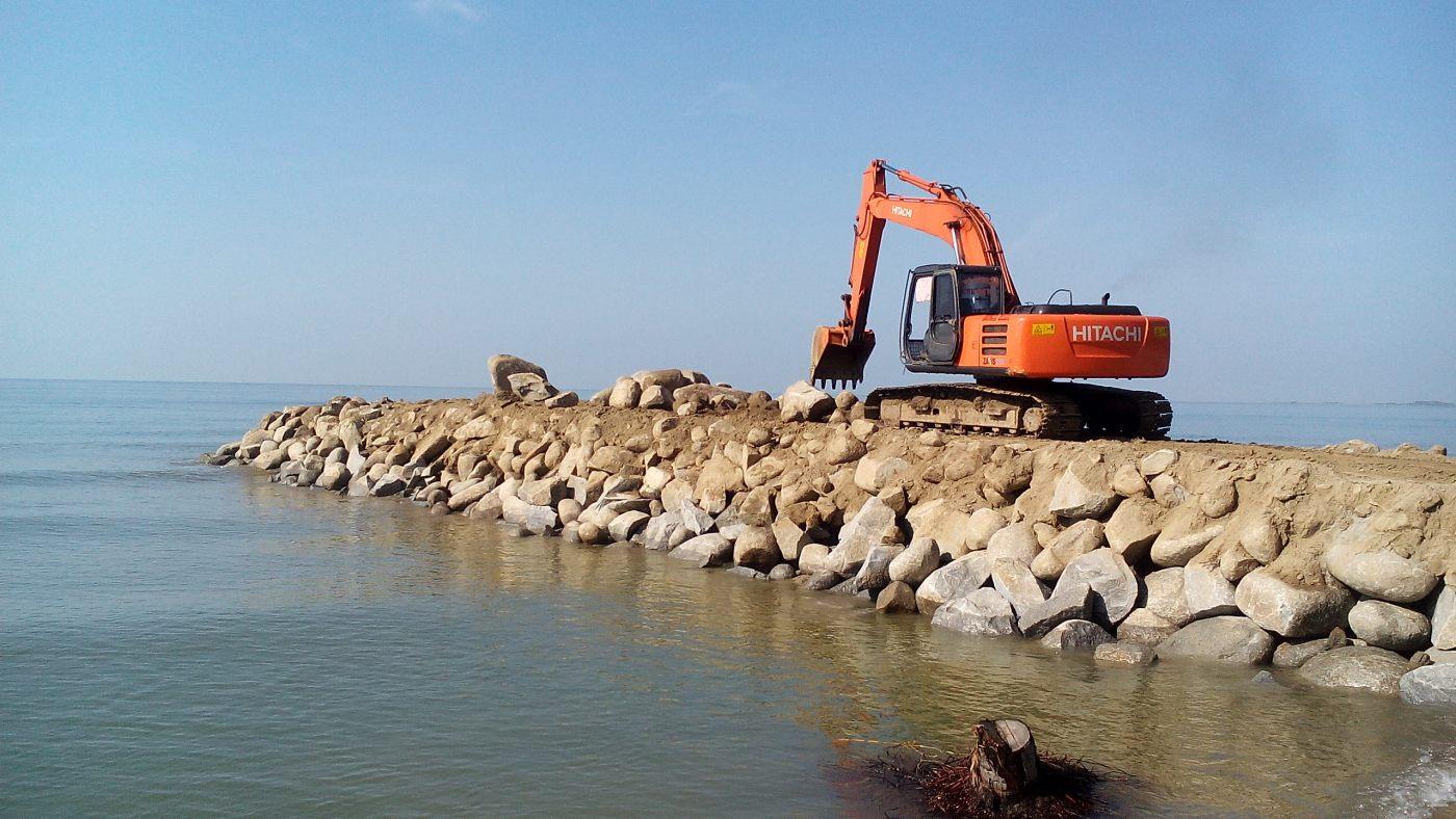 Pembangunan Tpo Mampie Tidak Transfaran News Tanggul Pemecah Ombak Pantai