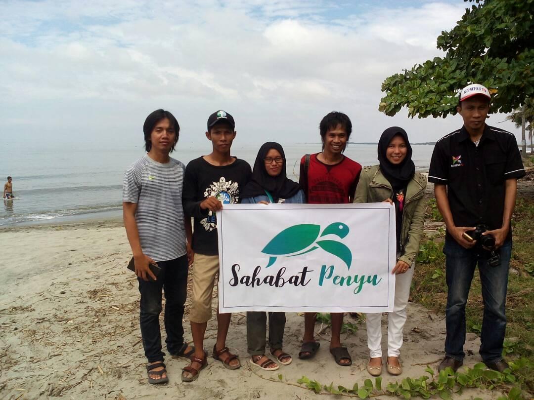 Peringati Hari Penyu Sejumlah Komunitas Lepas Tukik Pantai Polewali Mandar